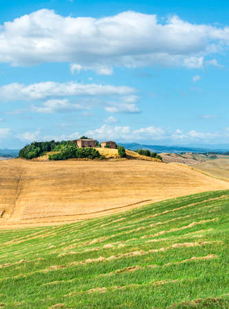 характеристика: Crete senesi, characteristic landscape in Val dOrcia (Siena, Tuscany, Italy), at summer. Typical farm