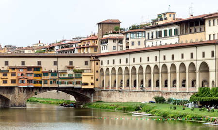 firenze: Florence (Firenze, Tuscany, Italy): the historic bridge known as Ponte Vecchio, over the Arno river Stock Photo