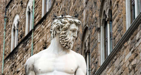 firenze: Florence (Firenze, Tuscany, Italy): medieval buildings in Piazza della Signoria, and the Neptunes Fountain