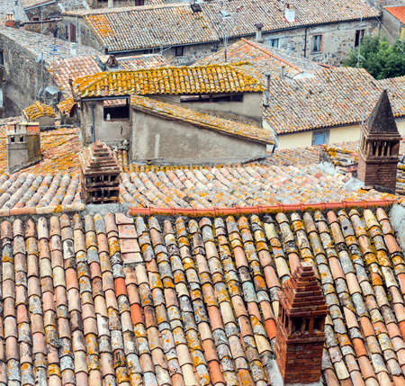 viterbo: Bolsena (Viterbo, Lazio, Italy): typical tiled roofs of the old houses Stock Photo
