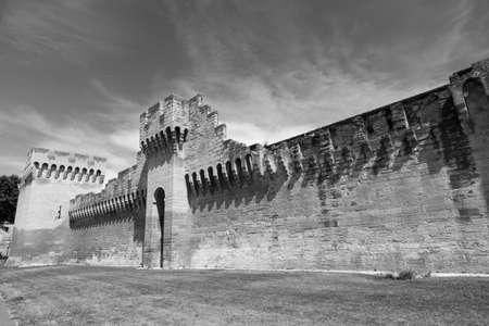 vaucluse: Avignon (Vaucluse, Provence-Alpes-Cote dAzur, France): the medieval walls. Black and white Stock Photo