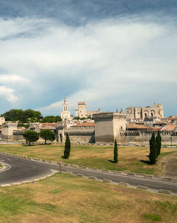 vaucluse: Avignon (Vaucluse, Provence-Alpes-Cote dAzur, France): cityscape with the walls and the road