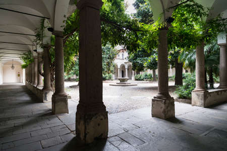 portico: Pavia (Lombardy, Italy): court of the historic University