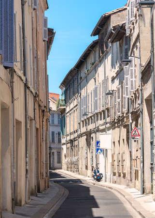 vaucluse: Avignon (Vaucluse, Provence-Alpes-Cote dAzur, France): a typicl street