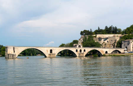 vaucluse: Avignon (Vaucluse, Provence-Alpes-Cote dAzur, France): the river and the famous bridge Stock Photo