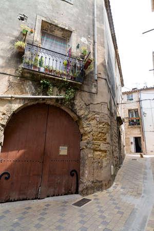 roussillon: Montbazin (Herault, Languedoc-Roussillon, France), historic village near Montpellier