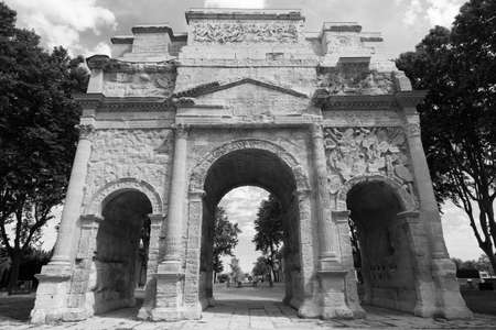 vaucluse: Orange (Vaucluse, Provence-Alpes-Cote dAzur, France): the Roman Arch. Black and white