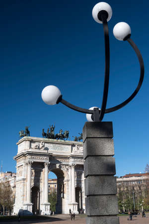 pace: Milan (Lombardy, Italy): historic arch known as Arco della Pace, built at the end of 18th century, and modern lamp