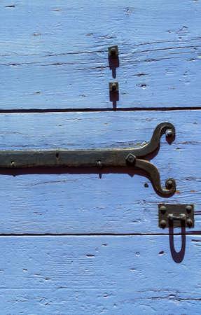 apt: Apt (Vaucluse, Provence-Alpes-Cote dAzur, France): typical old house, blue shutter Stock Photo