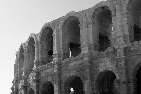 arles: Arles (Bouches-du-Rhone, Provence-Alpes-Cote-dAzur): Les Arenes, Roman theatre. Black and white Stock Photo