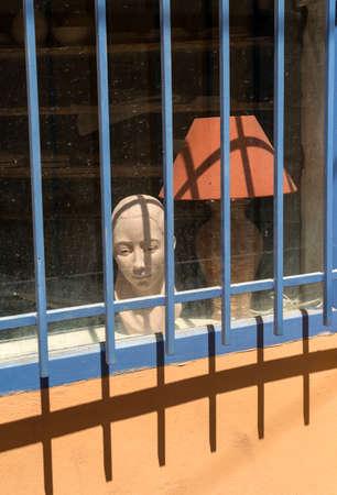 apt: Apt (Vaucluse, Provence-Alpes-Cote dAzur, France): typical old house: a window