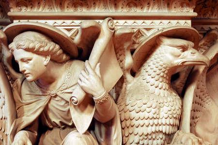 es: Gaillac (Tarn, Midi-Pyrénées, France): Interior of the Abbey. Sculpture