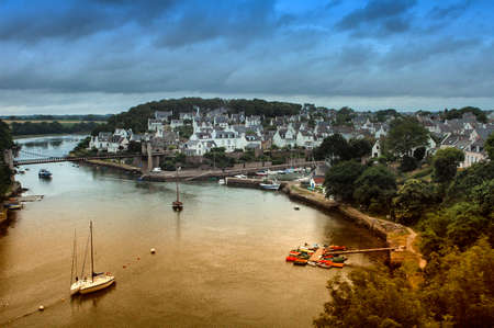 Le Bono (Morbihan, Brittany, France):  the old typical town and the river
