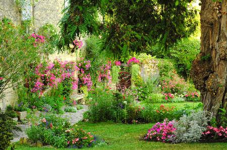 Blaye (Gironde, Aquitaine, Frankreich): die historische Stadt: Historisches Haus mit Garten