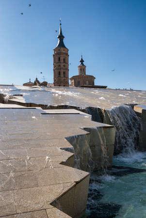 zaragoza: Zaragoza (Aragon, Spain): modern fountain and ancient buildings in Plaza del Pilar.