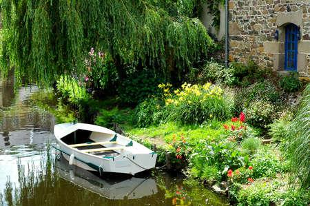 Pontrieux(Cotes-d'armor,布列塔尼,法国):船和鲜花