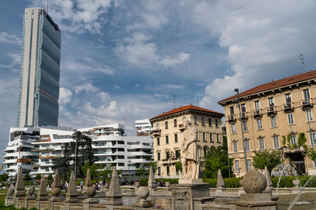 citylife: Modern and old buildings with a fountain in Milan (Lombardy, Italy): Citylife Editorial