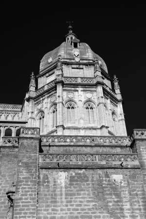 mancha: Toledo (Castilla-La Mancha, Spain): exterior of the medieval cathedral, in gothic style. Black and white Stock Photo