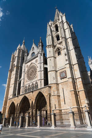 castilla: Leon (Castilla y Leon, Spain): exterior of the medieval cathedral, in gothic style: facade Stock Photo