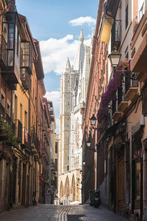 Leon (Castilla y Leon, Spain): exterior of the medieval cathedral, in gothic style: facade Stock Photo