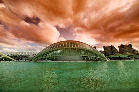 발렌시아 (스페인), 예술 및 과학 도시, 산티아고 칼라 트라 바 (Santiago Calatrava)와 펠릭스 칸델라 (Felix Candela)