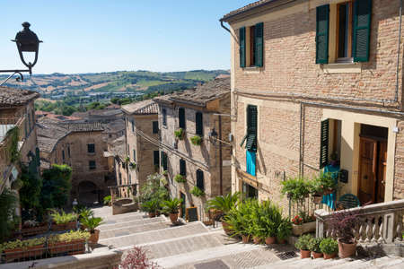 Corinaldo (Ancona, Marches, Italy): the historic town at morning. Well 版權商用圖片 - 88787649