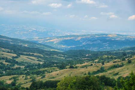 Berglandschap langs de weg van Passo San Leonardo, in Maiella (Pescara, Abruzzi, Italië) bij de zomer.