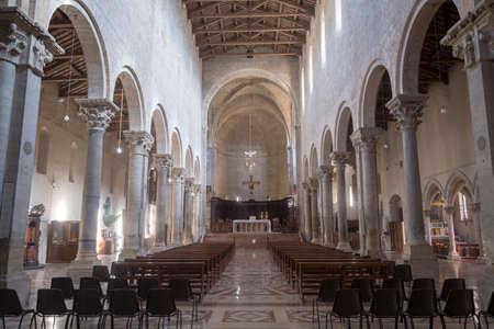 Todi, 움 브리아, 이탈리아 : 중세 성당 또는 두오모 인테리어