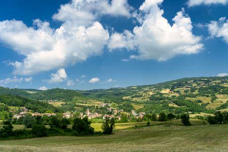 Springtime landscape along the road from Morfasso to Passo del Pelizzone, Piacenza, Emilia-Romagna, Italy Stockfoto
