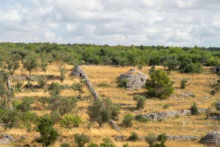 Paysage rural près d'Altamura et Santeramo à Colle, Bari, Pouilles, Italie du Sud, à l'été.