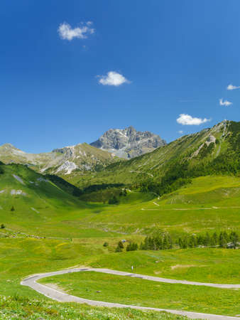 Mountain landscape along the road to Crocedomini pass, in the Brescia province, Lombardy, Italy, at summer. 免版税图像