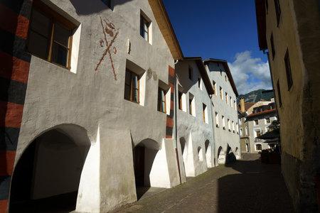 Glorenza, or Glurns, Bolzano, Trentino Alto Adige, Italy: historic city in the Venosta valley. Old street Archivio Fotografico