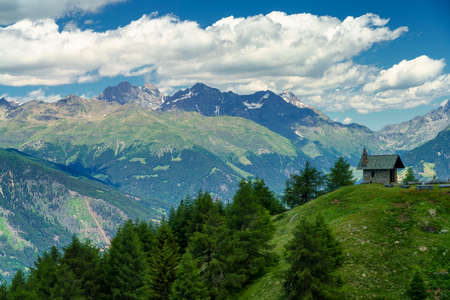 Mountain landscape at summer along the road from Mortirolo pass to Aprica, in Sondrio province, Lombardy, Italy Stockfoto