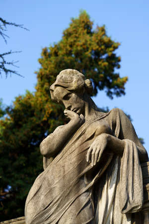 Milan, Lombardy, Italy: historic cemetery known as Cimitero Monumentale: a tomb with statue Archivio Fotografico