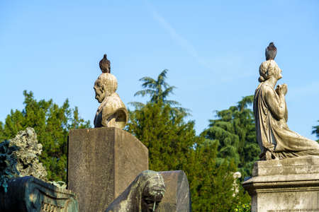 Milan, Lombardy, Italy: historic cemetery known as Cimitero Monumentale: tombs and pigeons Archivio Fotografico