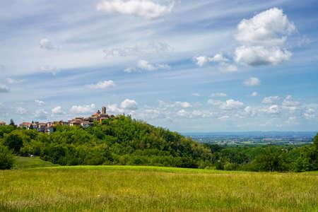 Landscape on the Tortona hills (Colli Tortonesi), in the Alessandria province, Piedmont, Italy, at springtime. Archivio Fotografico