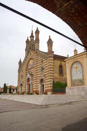 Exterior of the historic San Dalmazio church at Quargnento, Alessandria province, Monferrato, Piedmont, Italy Archivio Fotografico