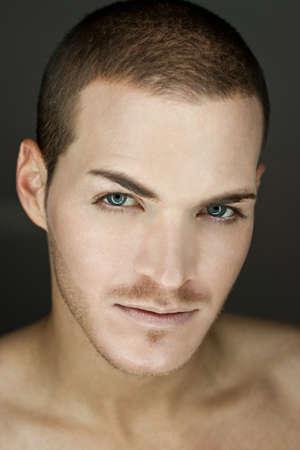 uomini belli: Ritratto di un bel giovane uomo