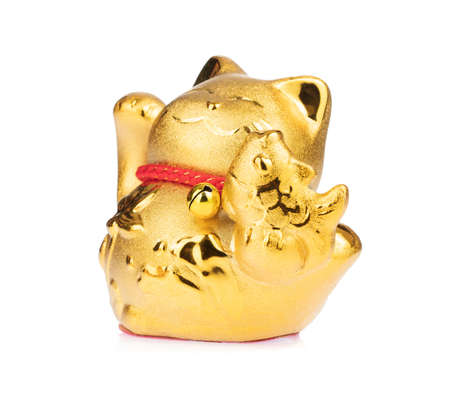 figurine golden cat brings good luck isolated on white background Imagens - 124889623