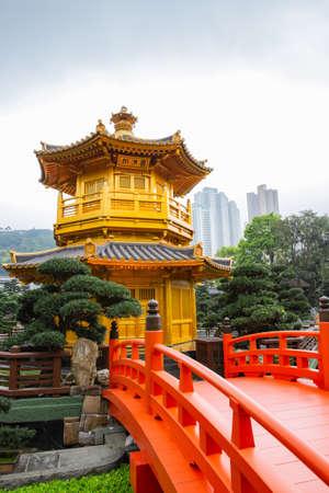 A golden pagoda in Nan Lian garden at Hong Kong Imagens - 124911951