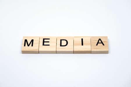 メディア: 白い背景の木の手紙