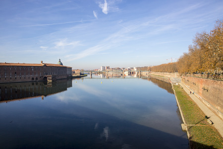 View over Garonne river passing through Toulouse, Haute-Garonne, Midi Pyrenees, is a mainly French river, its spring in Spain and flowing over 647 km before emptying into the Atlantic.