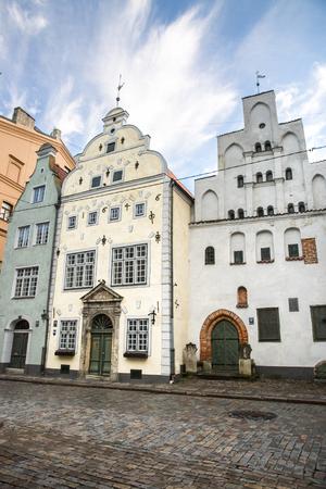 Le plus ancien complexe de maisons d'habitation appelé Trois Frères, vieille ville Riga, Lettonie