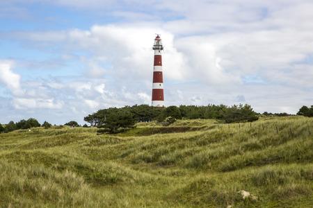 uitzicht op de Ameland Vuurtoren, bekend als Bornrif, is een vuurtoren op het Nederlandse eiland Ameland, een van de Waddeneilanden, aan de rand van de Noordzee, Nederland Stockfoto