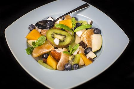 plato del buen comer: Deliciosa exoctic ensalada de frutas Foto de archivo