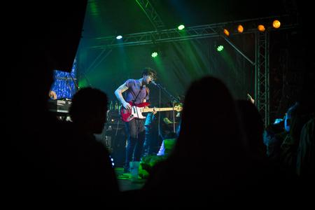 Amsterdam, Niederlande, 13. September 2014, während des West'ival ein Freilichtkino- und Kulturfestival am Mercatorplein. Kostenloses offenes Konzert von Breton