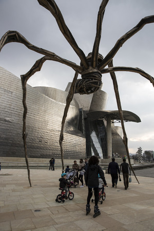 bilbo: BILBAO, SPAIN - MARCH 19, 2013: Maman - spider sculpture by the artist Louise Bourgeois in front of The Guggenheim Museum in Bilbao, Biscay, Basque Country, Spain