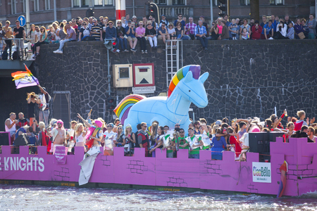 tolerancia: Amsterdam, the Netherlands – August 06, 2016: participants in the annual event for the protection of human rights and civil equality - Gay Pride Parade on the canals during Euro Pride 2016