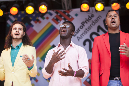 vangelo aperto: Amsterdam, the Netherlands - July 23, 2016: ZO gospel choir performing at the open air theater in Vondelpark for the Euro Pride Pink Saturday celebrations