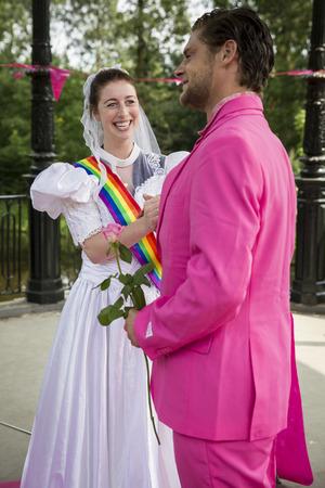 identidad cultural: Amsterdam, the Netherlands – July 23, 2016: Fake burlesque weddings held during Pink Saturday Gay Euro Pride celebrations in Vondelpark Editorial